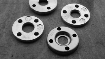 Lap-joint flanges for stainless steel and PEAD collars